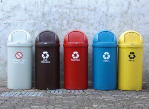 La Reutilizacion de Materiales para el Cuidado del Planeta